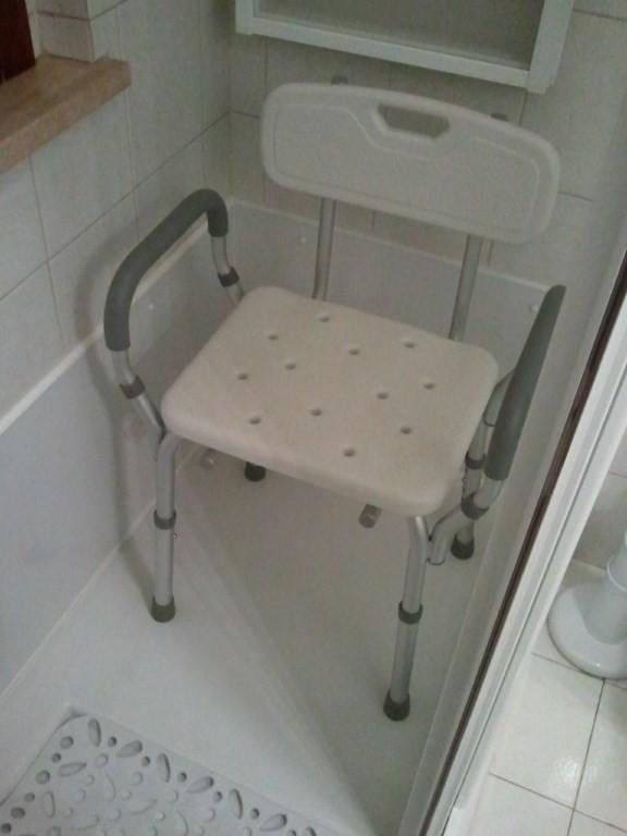 Una doccia comodamente seduti vascanova soluzioni per - Soluzioni per il bagno ...